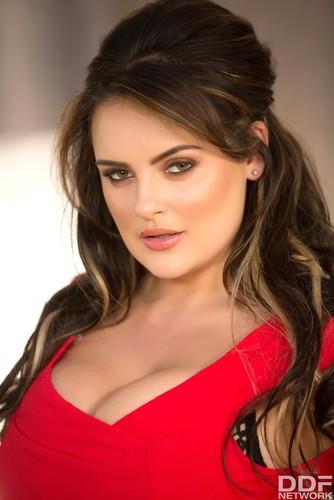 DDFBusty.com – Katie T Sensual Curves Voluptious Buxom Fantasies Come True [August 15, 2017]