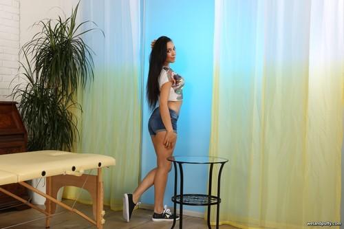 WetAndPuffy.com – Amanda Estela Stimulating Orgasm [September 12, 2017]