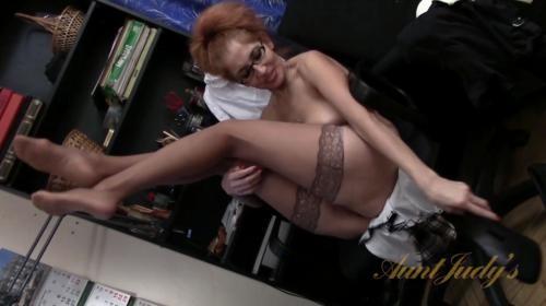 [AuntJudys] Karolina Masturbation (2017/470.36 MB/1080p)