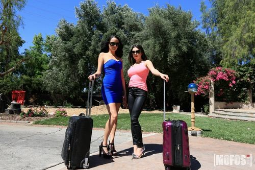 GirlsGonePink.com – Darcie Dolce and Sofi Ryan Lesbian Shower Hookup [August 21, 2017]