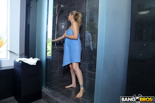 BigTitsRoundAsses.com – Julia Ann Fucking The Stepson In The Shower [October 19, 2017]