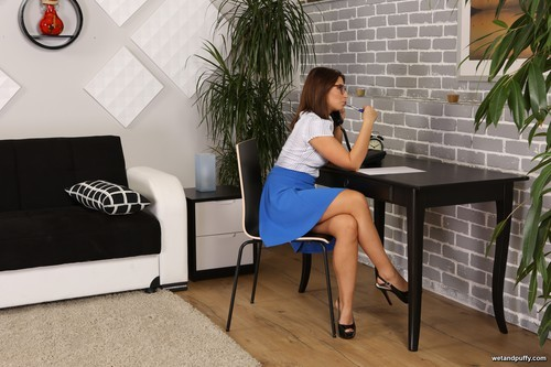 WetAndPuffy.com – Kate Hill Office Pussy Distractions [October 25, 2017]