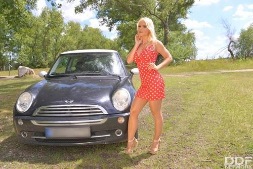 HotLegsAndFeet.com – Rossella Visconti Petites Car Trouble [September 19, 2017]