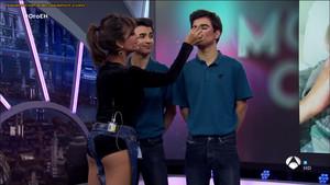 Mónica Cruz, pantalones rotos en 'El Hormiguero 3.0'