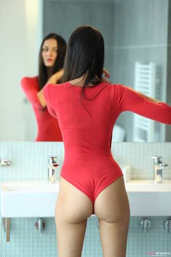 TeenDreams.com – Kira Strips Out Of Her Tight Bodysuit For A Wet Shower [November 10, 2017]