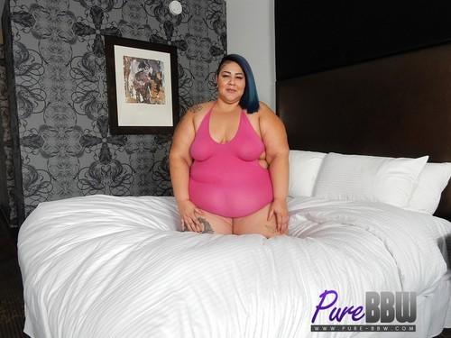 Pure-BBW.com – Crystal Blue Curvacious New SSBBW Shows Off Her Skills [November 23, 2017]
