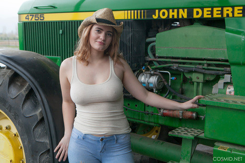 Cosmid.net – Dallin Thorn Dallins On The Tractor [January 19, 2018]
