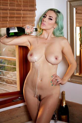 HollyRandall.com – Jelena Jensen Champagne Bubbles [December 28, 2017]