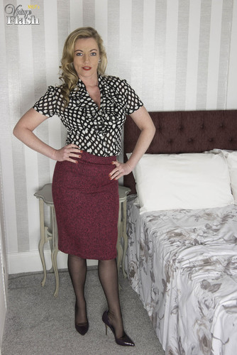 VintageFlash.com – Holly Kiss Stay In Tonight [February 16, 2018]