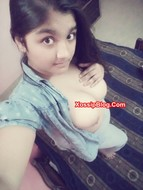 Chubby desi girlfriend big boobs and pussy selfie