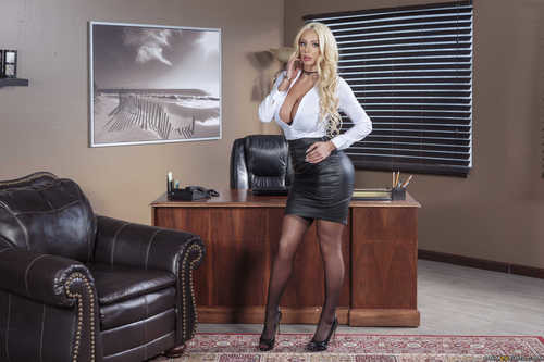 HotAndMean.com – Nicolette Shea and Shay Evans Ms Nicolettes Academy For Exceptional Women [February 20, 2018]