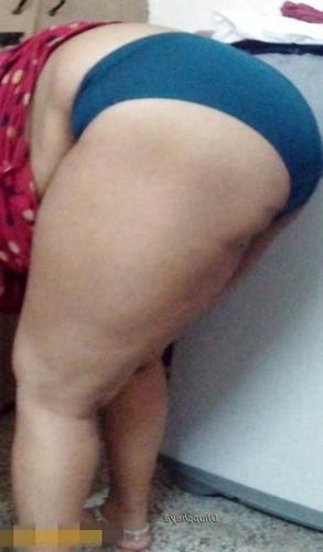 nude wall aunty