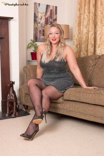 Pantyhosed4U.com – Beth Bennett The Time Is For Tights [March 28, 2018]