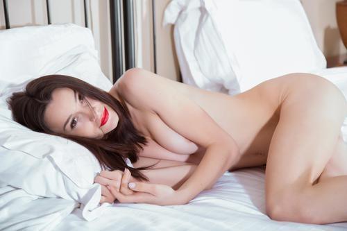 Yonitale.com – Olivia Y Sleeping Beauty [February 19, 2018]