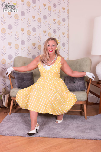 VintageFlash.com – Beth Bennett Tune In And Get Turned On [May 1, 2018]