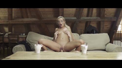 [SexArt] Emma Button Let It Snow (2018/1.29 GB/1080p)