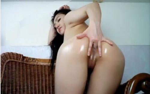 Beautiful lovely girl lian_yu reaching a real orgasm watching