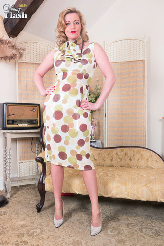 VintageFlash.com – Holly Kiss Party For Two [May 22, 2018]