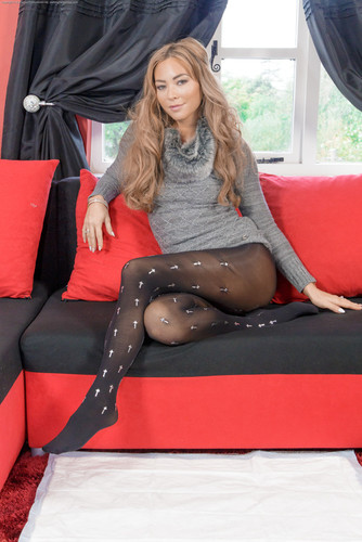 WettingHerPanties.com – Natalia Sexy Pantyhose Wetting [January 3, 2018]