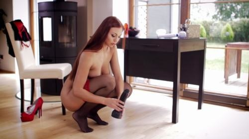 [TheLifeErotic] Ornella Faux Penis 2 (2018/427 MB/1080p)