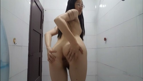 CUTE PRETTY GIRL GIVES BLOWJOB AND GETS FUCKED