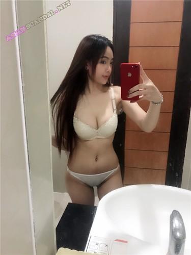 Nude bald girl standing