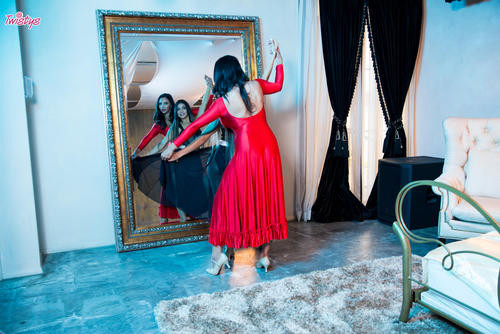 MomKnowsBest.com – Missy Martinez And Veronica Rodriguez Dancing Cheek To Cheek [July 26, 2018]