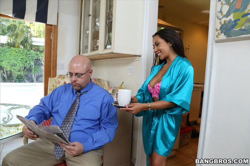 BangBrosClips.com – Priya Price Horny Priya Price Fucks The Gardener [April 30, 2016]