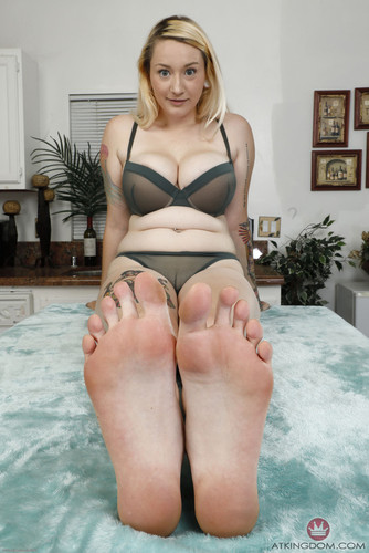 AmKingdom.com – Footfetish 4 Hardcore 134 Hadley Haze [October 14, 2018]