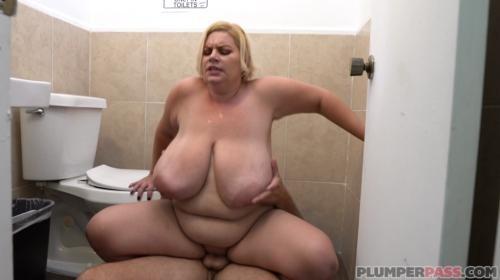 [PlumperPass] Tiffany Blake Bathroom Banging BBW (2018/1.58 GB/1080p)