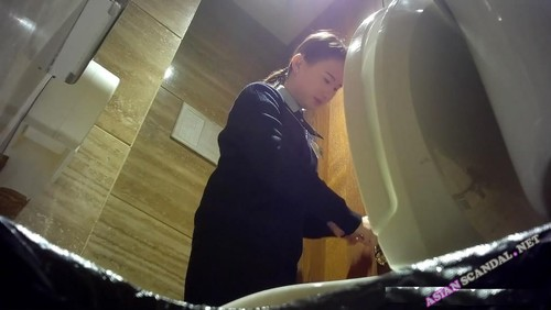 China staff pissing in toilet off work
