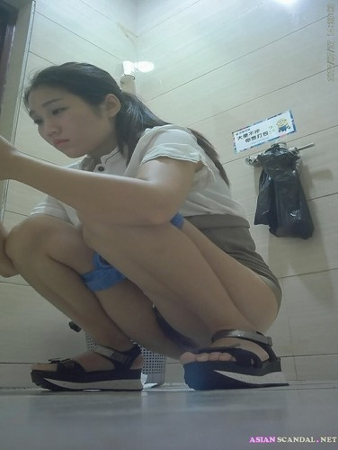 Chinese young girls pee in the toilet
