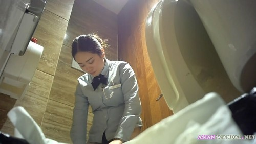 Chinese Lady In Toilet 3