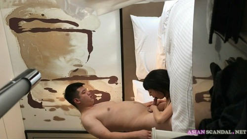 Chinese man have sex with girlfriend while his wife call
