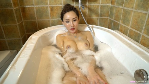 Chinese model Zhou Xixi Bath Time
