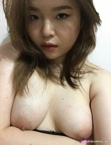 Singaporean Teen Melia Showing Big Boobs