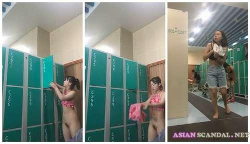 Voyeur Chinese University Girls in Public Bathroom