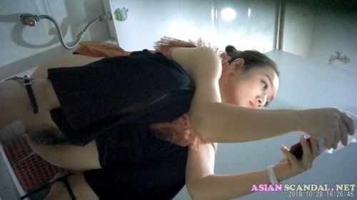 Chinese Lady In Toilet #14