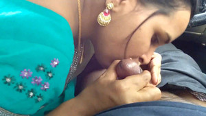 Desi Bhabhi Giving Handjob Outdoor in a Car