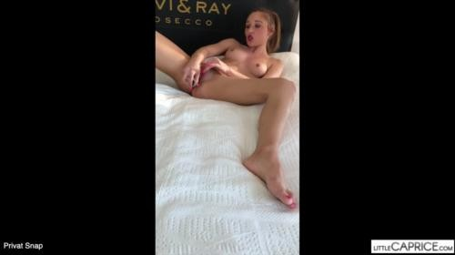 [LittleCapriceDreams] Charly Doux Privat Snap (2019/330.85 MB/720p)