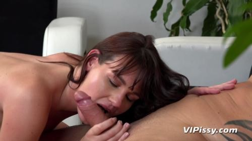 [VIPissy] Amanda Hill Drenched In Showers (2019/2.06 GB/1080p)