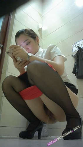 Chinese Lady In Toilet #19