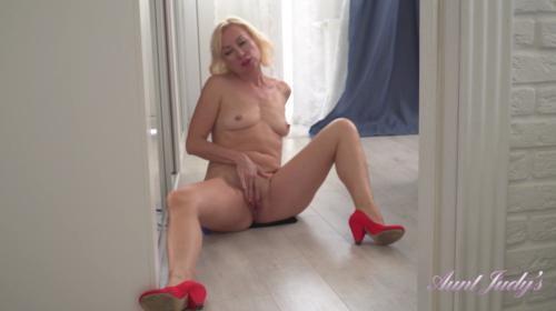 [AuntJudys] Kate Black Dress Daytime Masturbation (2019/655.55 MB/1080p)