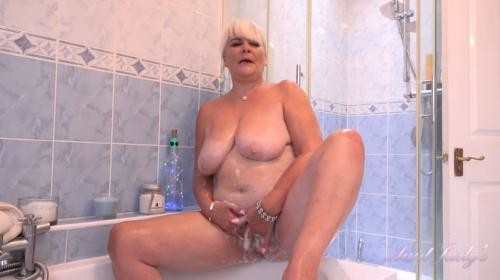 [AuntJudys] Christina Bathtub Masturbation (2019/962.6 MB/1080p)